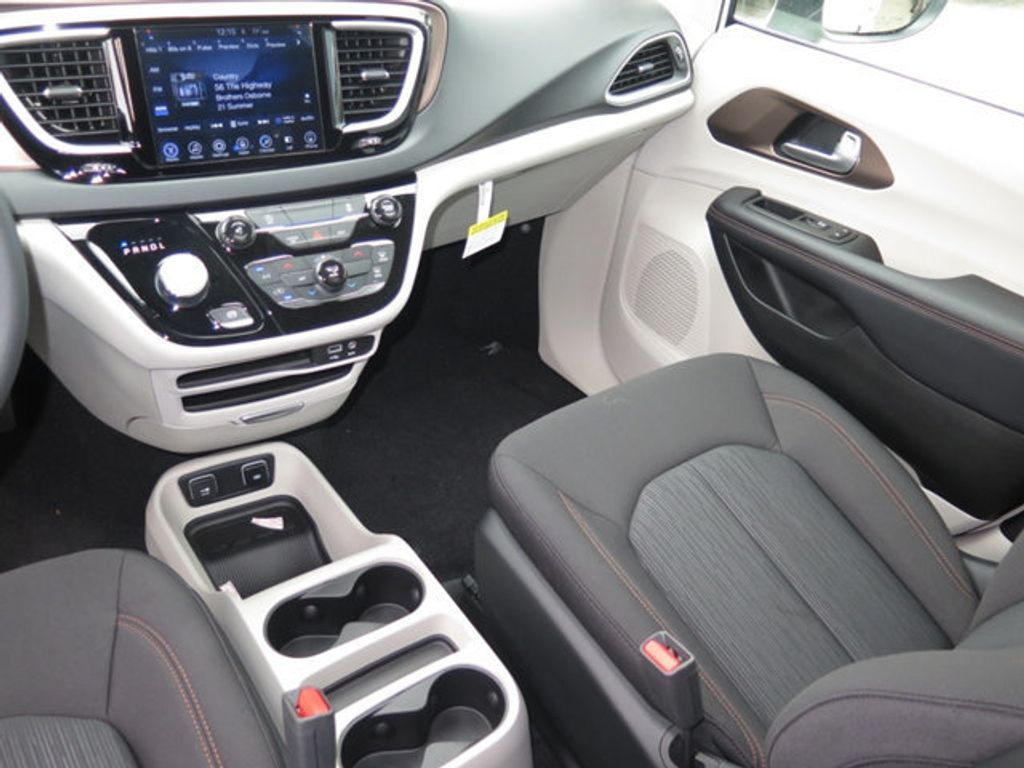 2017 Chrysler Pacifica Touring - 16731555 - 9