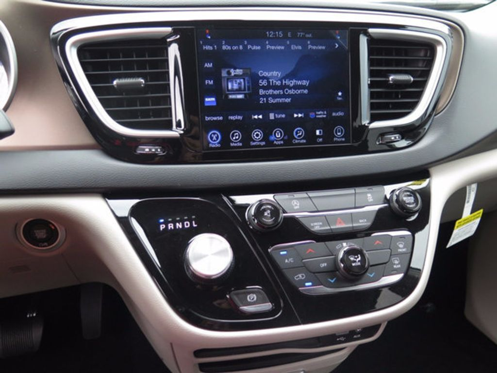 2017 Chrysler Pacifica Touring - 16731555 - 13