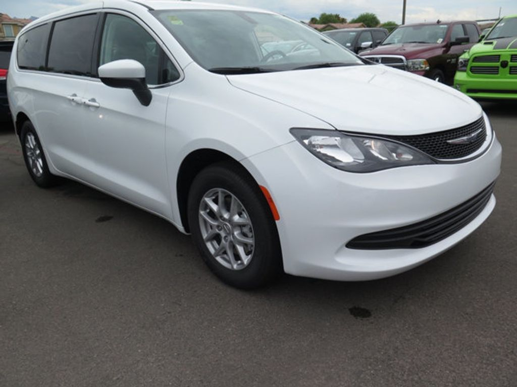 2017 Chrysler Pacifica Touring - 16731555 - 2