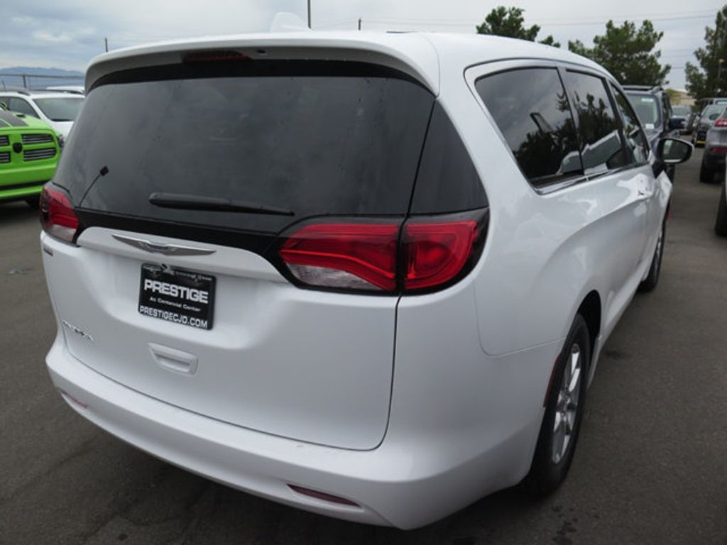 2017 Chrysler Pacifica Touring - 16731555 - 3