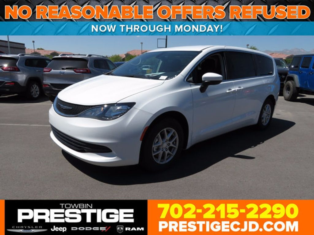 2017 Chrysler Pacifica Touring - 16731568 - 0