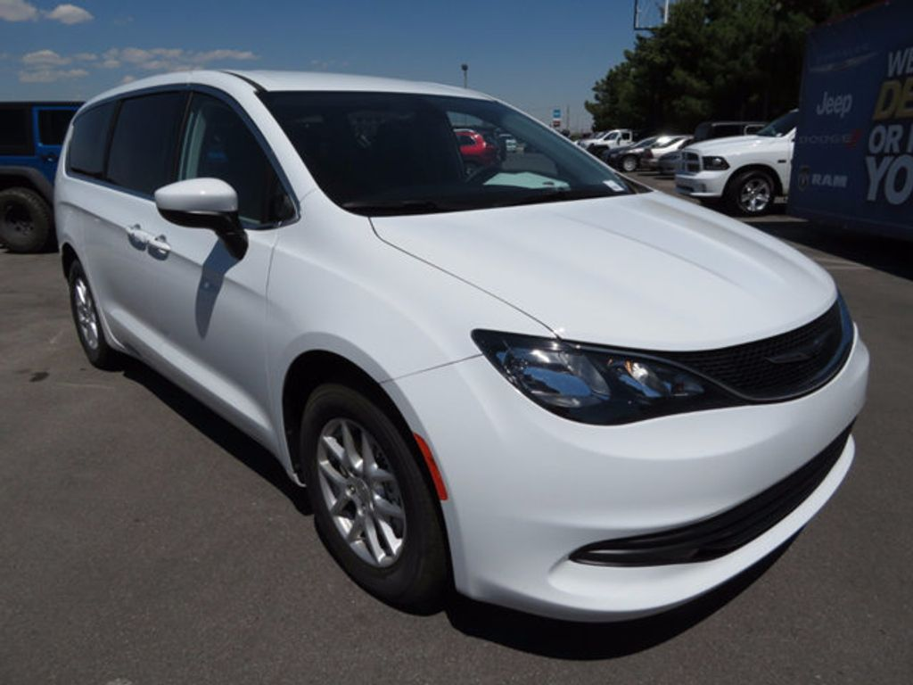 2017 Chrysler Pacifica Touring - 16731568 - 2