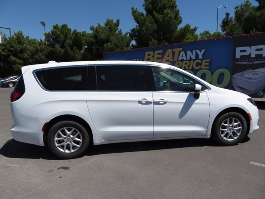 2017 Chrysler Pacifica Touring - 16731568 - 3