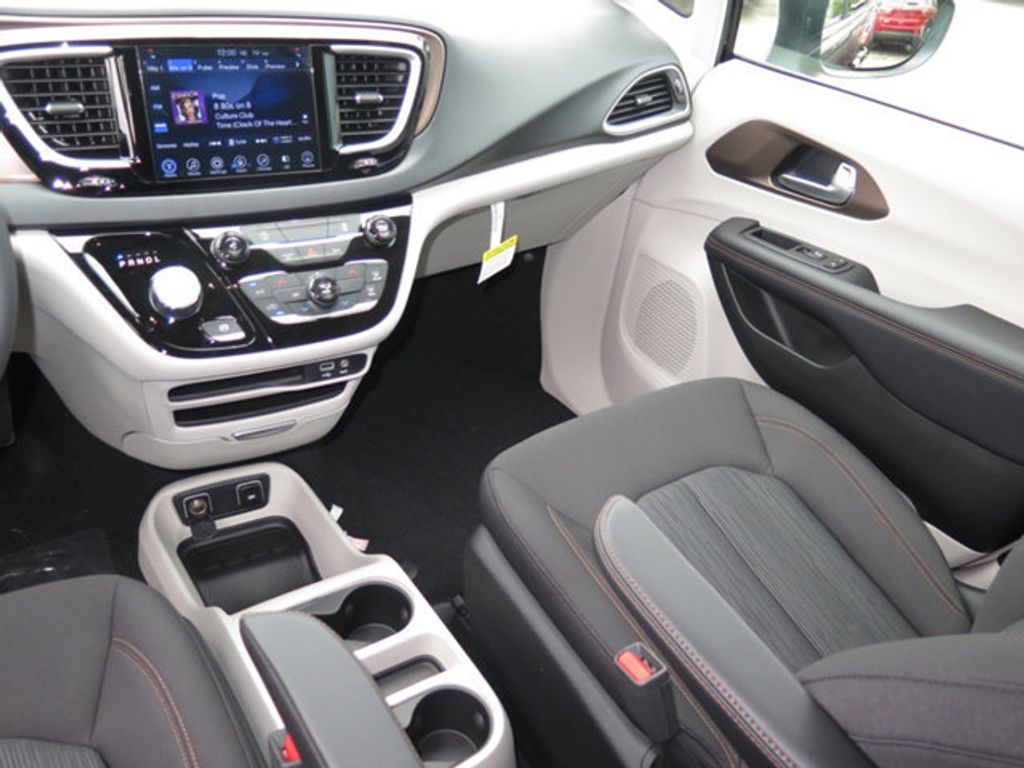 2017 Chrysler Pacifica Touring - 16731573 - 10