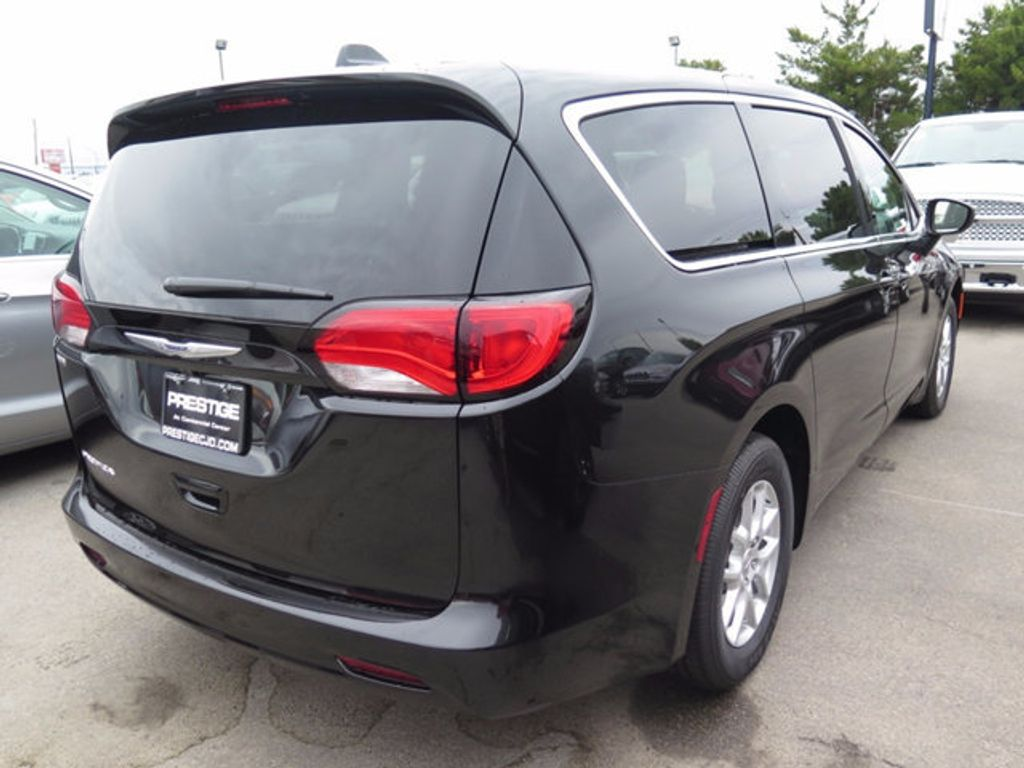 2017 Chrysler Pacifica Touring - 16731573 - 3