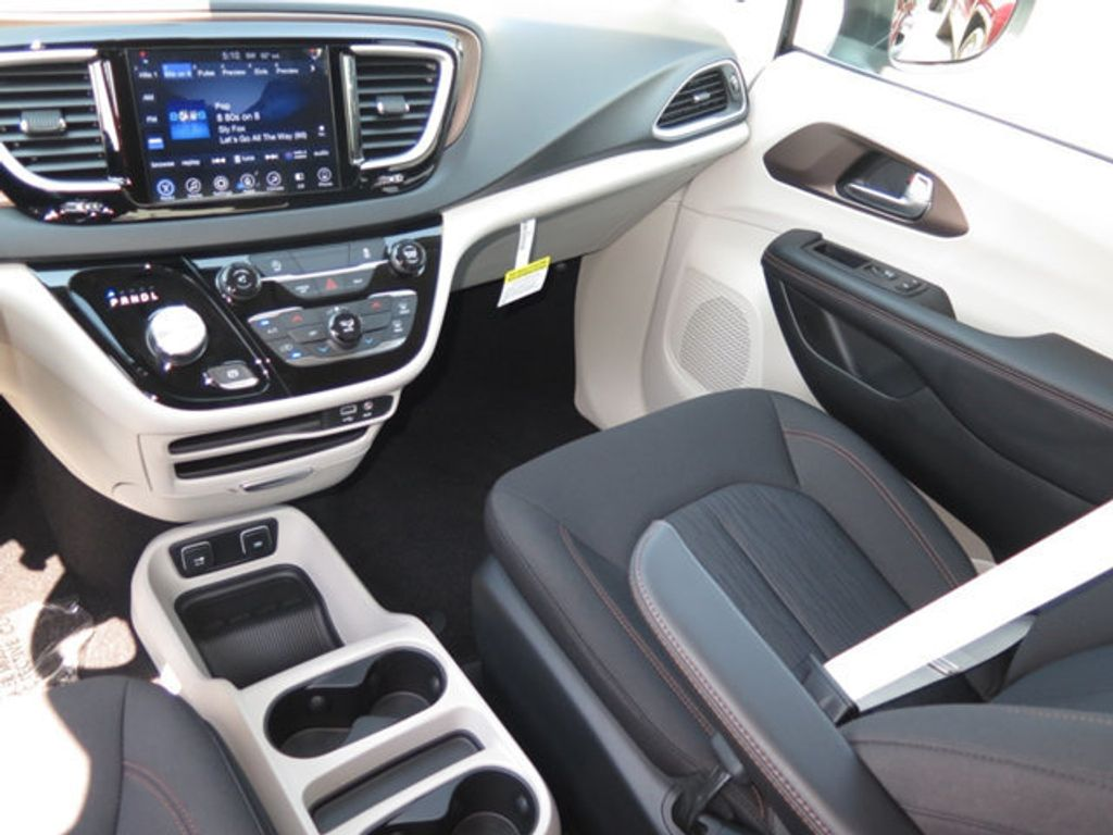 2017 Chrysler Pacifica Touring - 16732297 - 10
