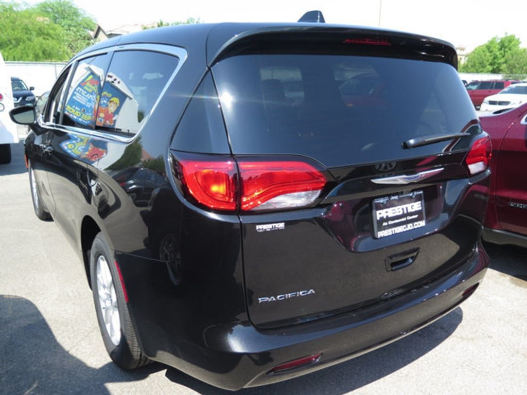 2017 Chrysler Pacifica Touring - 16732297 - 3