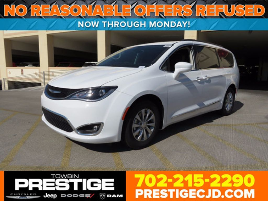 2017 Chrysler Pacifica Touring-L - 16731548 - 0