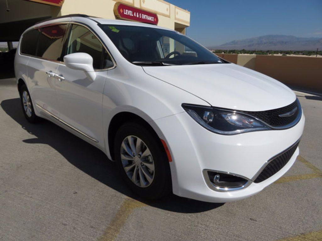 2017 Chrysler Pacifica Touring-L - 16731548 - 2