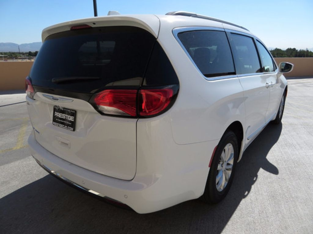 2017 Chrysler Pacifica Touring-L - 16731548 - 3