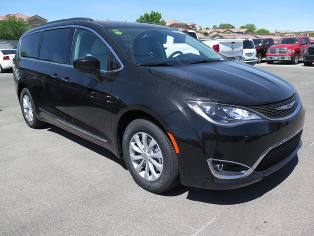 2017 Chrysler Pacifica Touring-L - 16731561 - 2