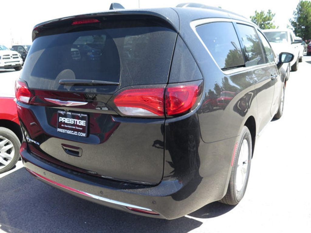 2017 Chrysler Pacifica Touring-L - 16731561 - 3