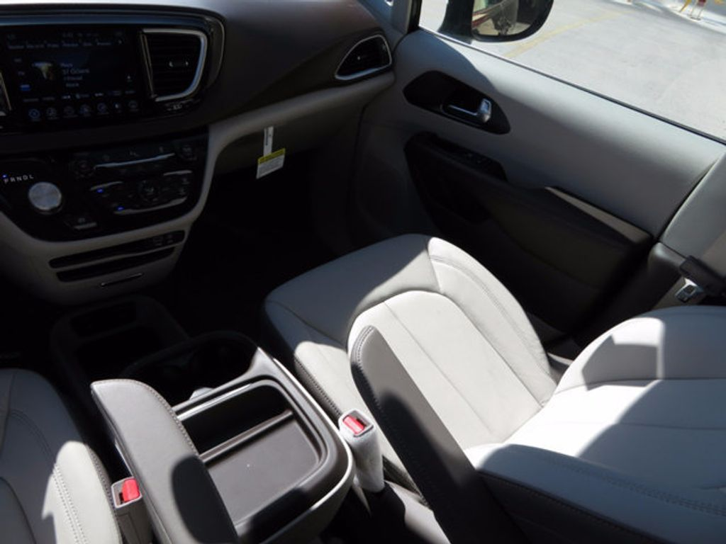 2017 Chrysler Pacifica Touring-L - 16731578 - 9