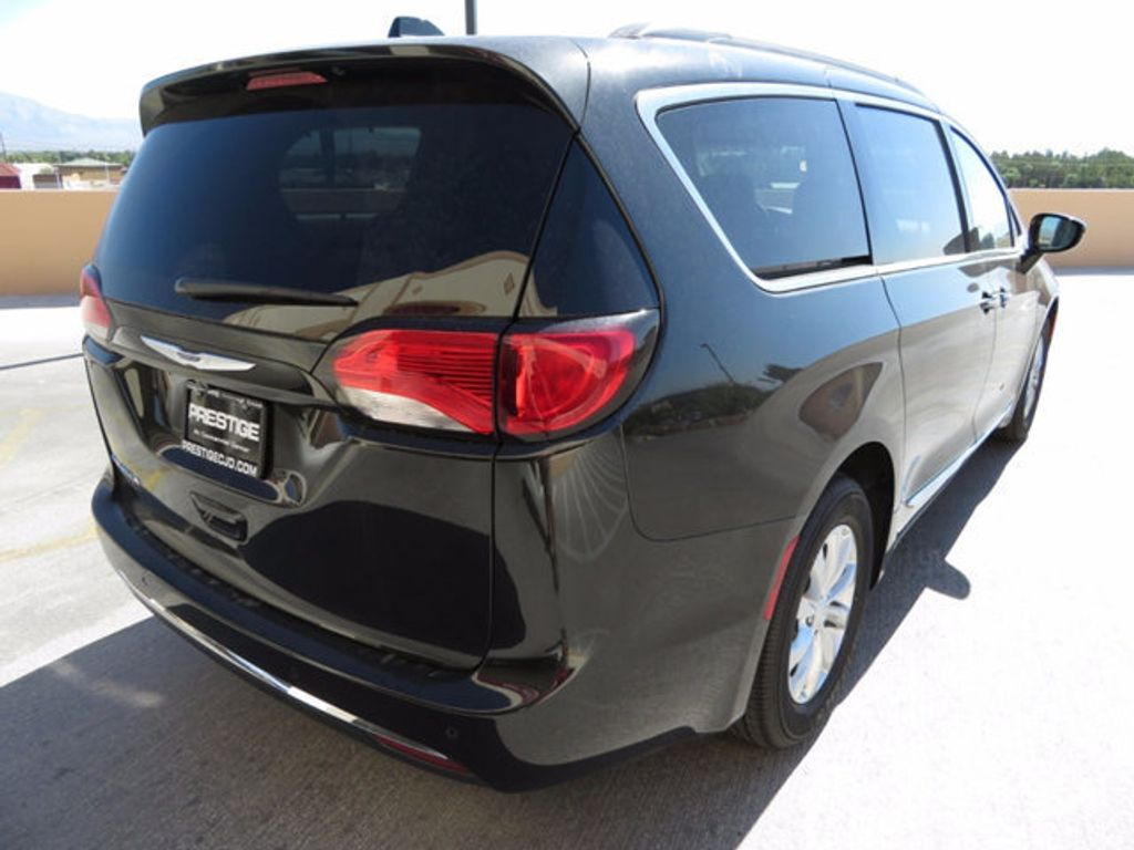 2017 Chrysler Pacifica Touring-L - 16731578 - 3