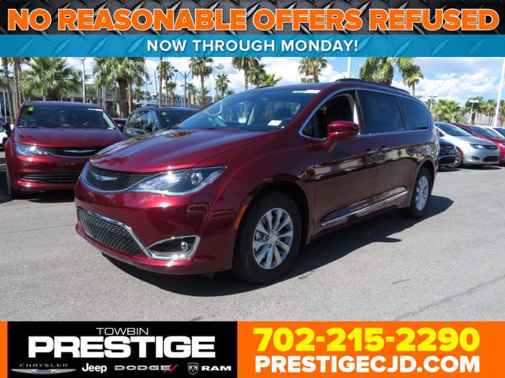 2017 Chrysler Pacifica Touring-L - 16731665 - 0