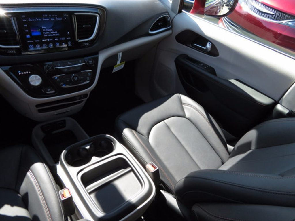 2017 Chrysler Pacifica Touring-L - 16731665 - 9