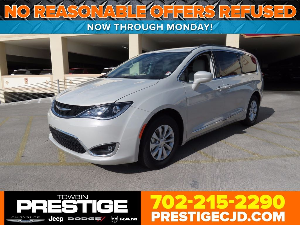 2017 Chrysler Pacifica Touring-L 4dr Wagon - 16816454 - 0