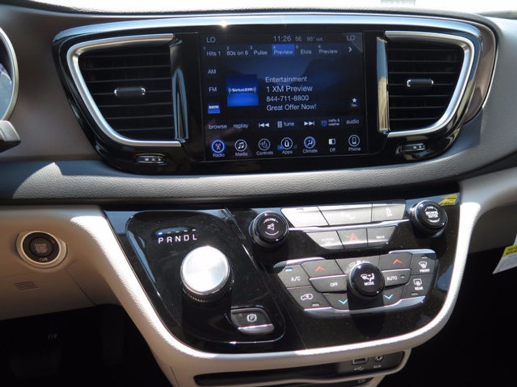 2017 Chrysler Pacifica Touring-L Plus - 16731539 - 13