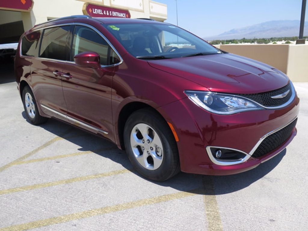 2017 Chrysler Pacifica Touring-L Plus - 16731539 - 2