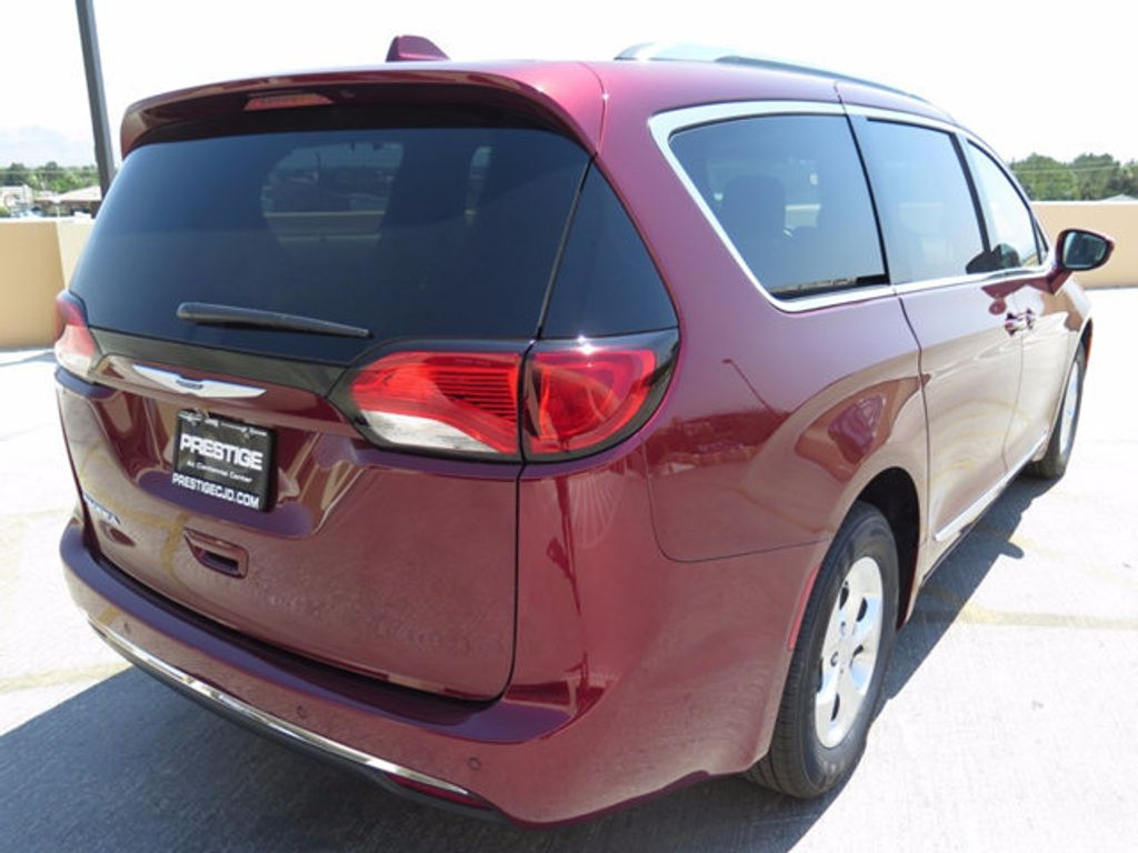 2017 Chrysler Pacifica Touring-L Plus - 16731539 - 3