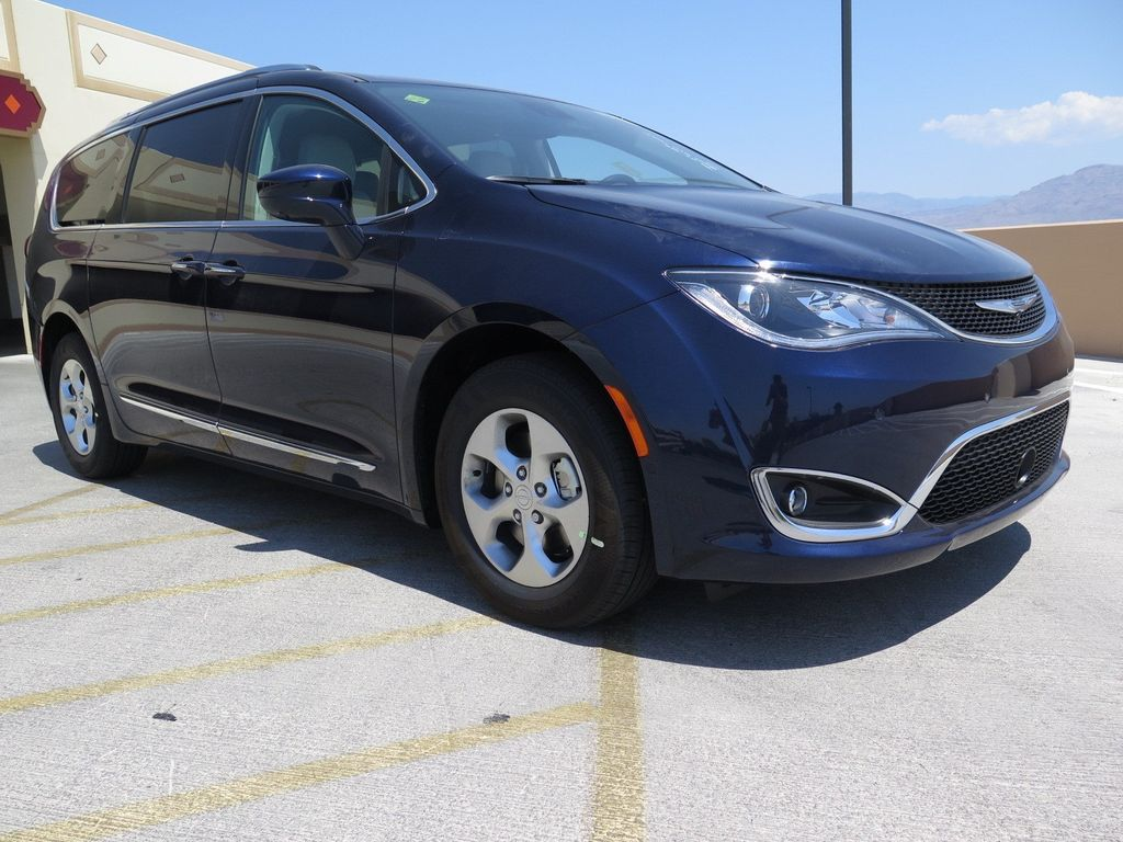 2017 Chrysler Pacifica Touring-L Plus - 16731552 - 2