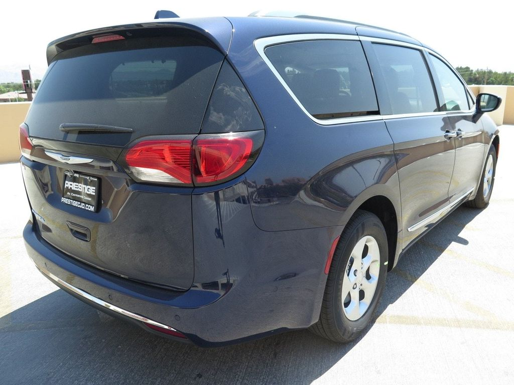 2017 Chrysler Pacifica Touring-L Plus - 16731552 - 3