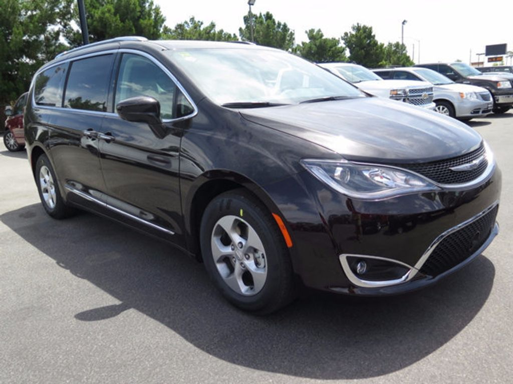 2017 Chrysler Pacifica Touring-L Plus - 16731579 - 2
