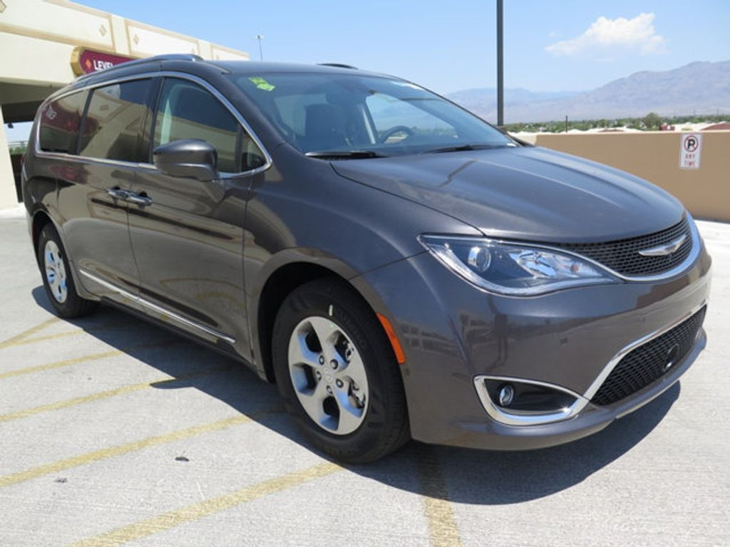 2017 Chrysler Pacifica Touring-L Plus - 16731581 - 2
