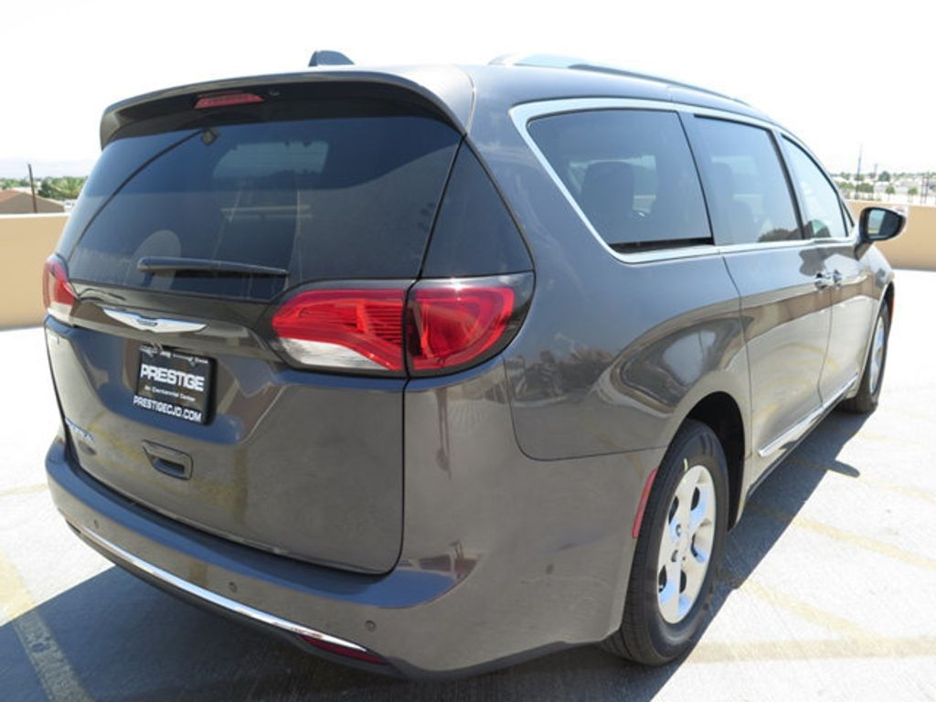 2017 Chrysler Pacifica Touring-L Plus - 16731581 - 3
