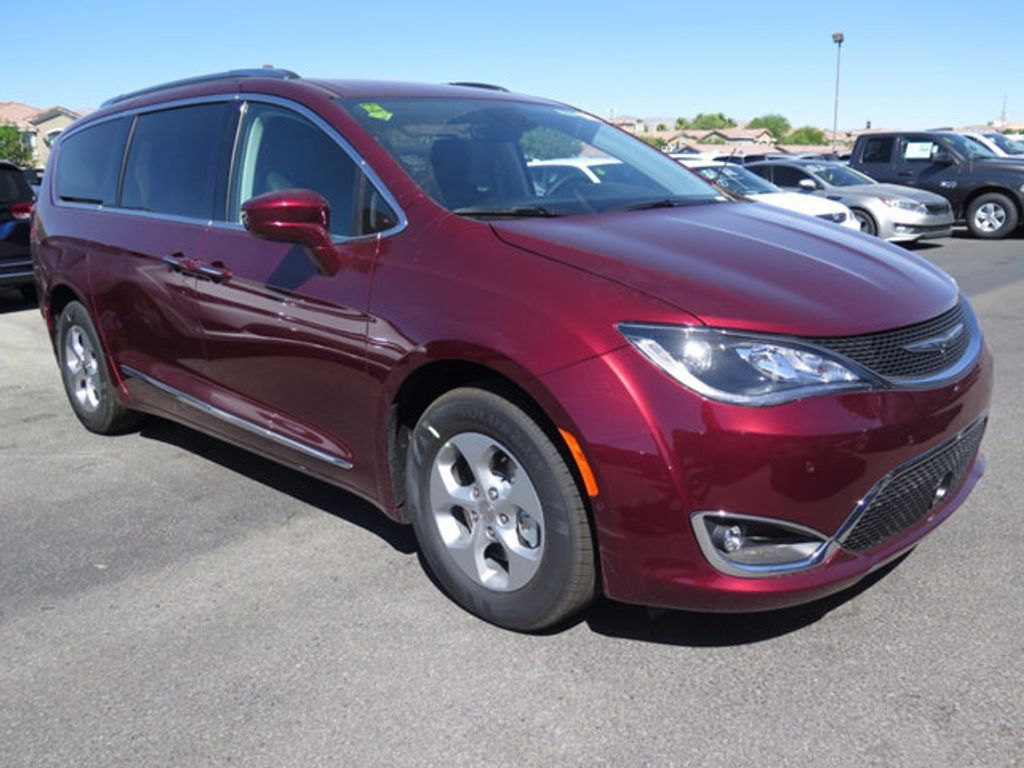 2017 Chrysler Pacifica Touring-L Plus - 16732294 - 2