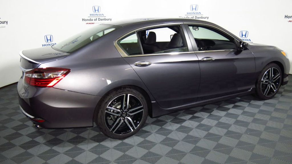 2017 Honda Accord Sedan Sport CVT - 16644469 - 4
