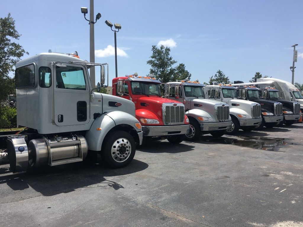 2017 Peterbilt 337 AIR RIDE**AIR BRAKES**22.5IN ALUM WHL**260HP CUMMINS** - 15350760 - 3