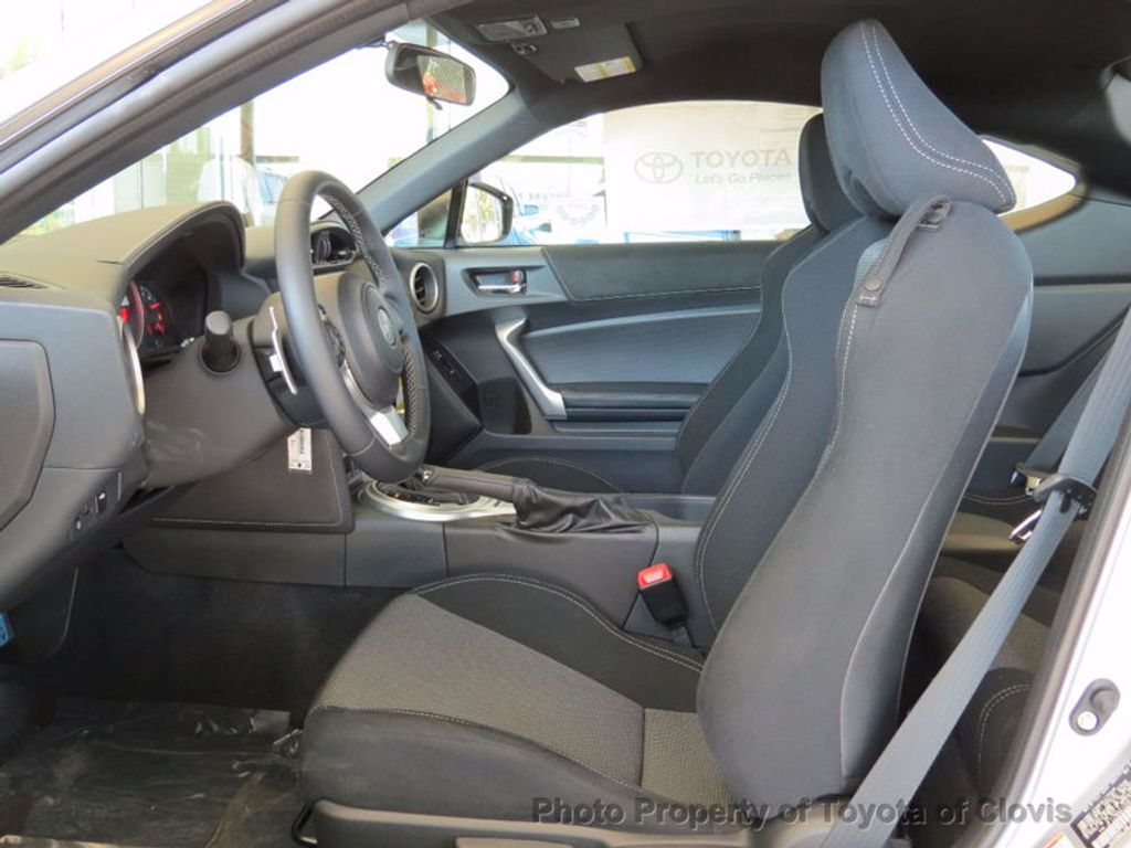 2017 Toyota 86 2DR CPE AT - 16136512 - 2