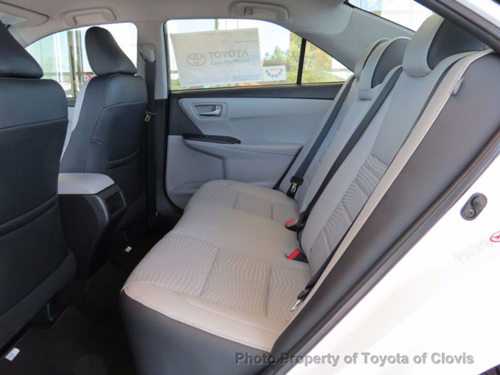 2017 Toyota Camry SE Automatic - 16488683 - 4