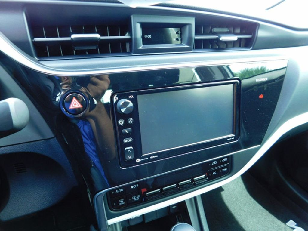 2017 Toyota Corolla iM CVT Automatic - 16473720 - 17