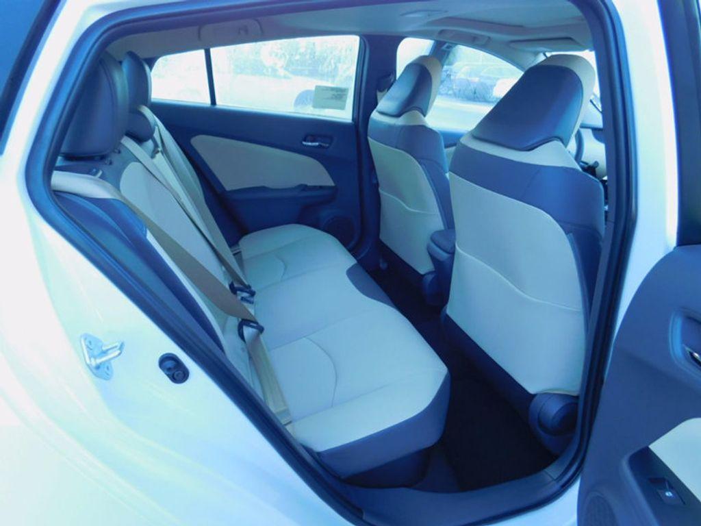 2017 Toyota Prius Four - 16540644 - 9