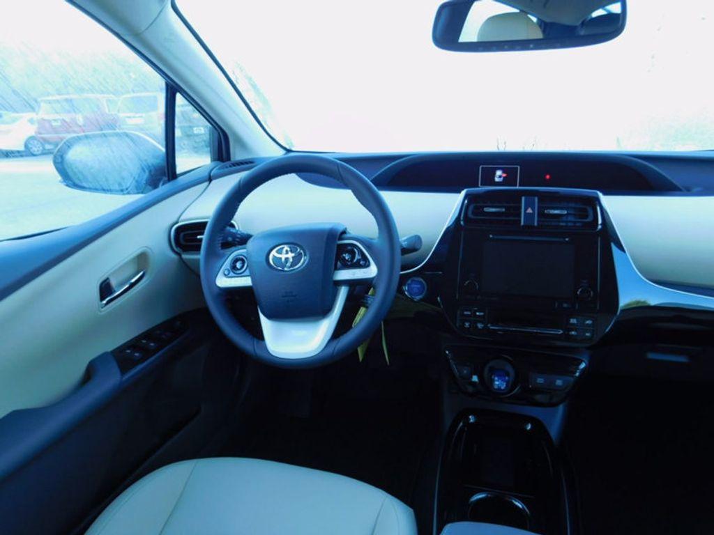 2017 Toyota Prius Four - 16540644 - 10
