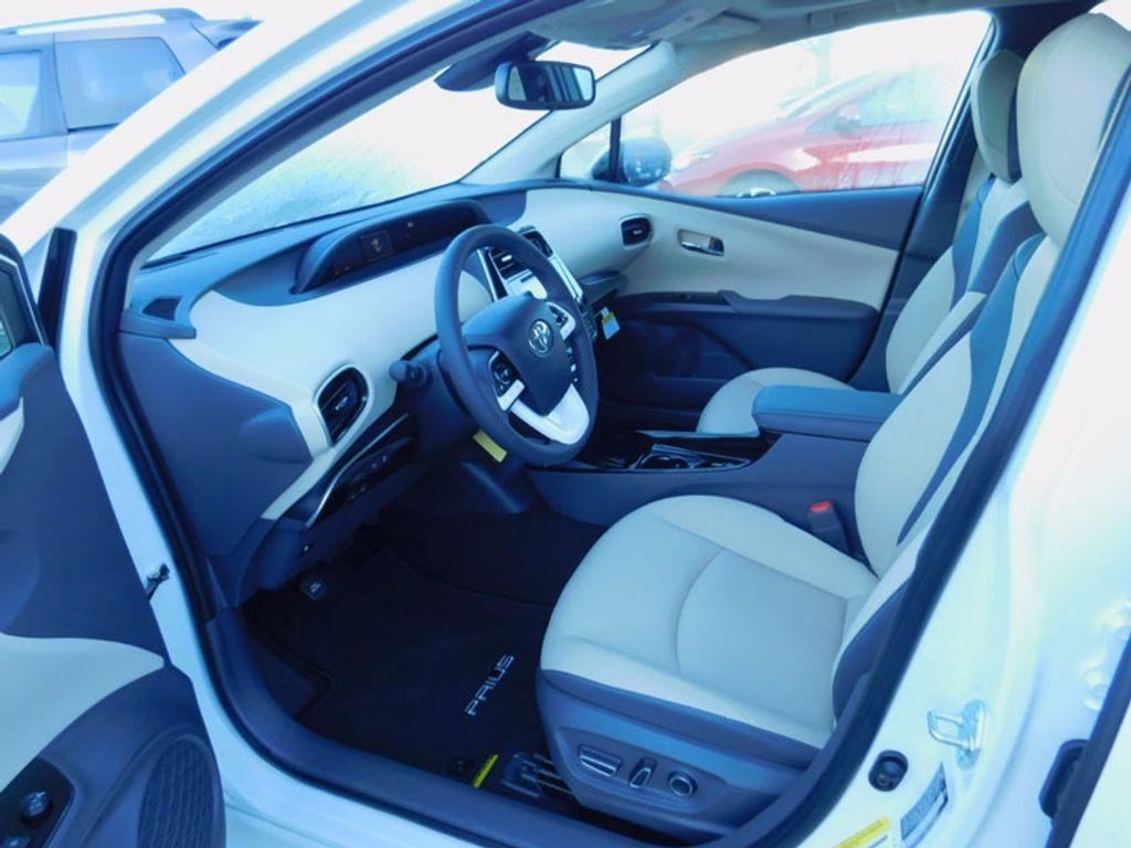2017 Toyota Prius Four - 16540644 - 13