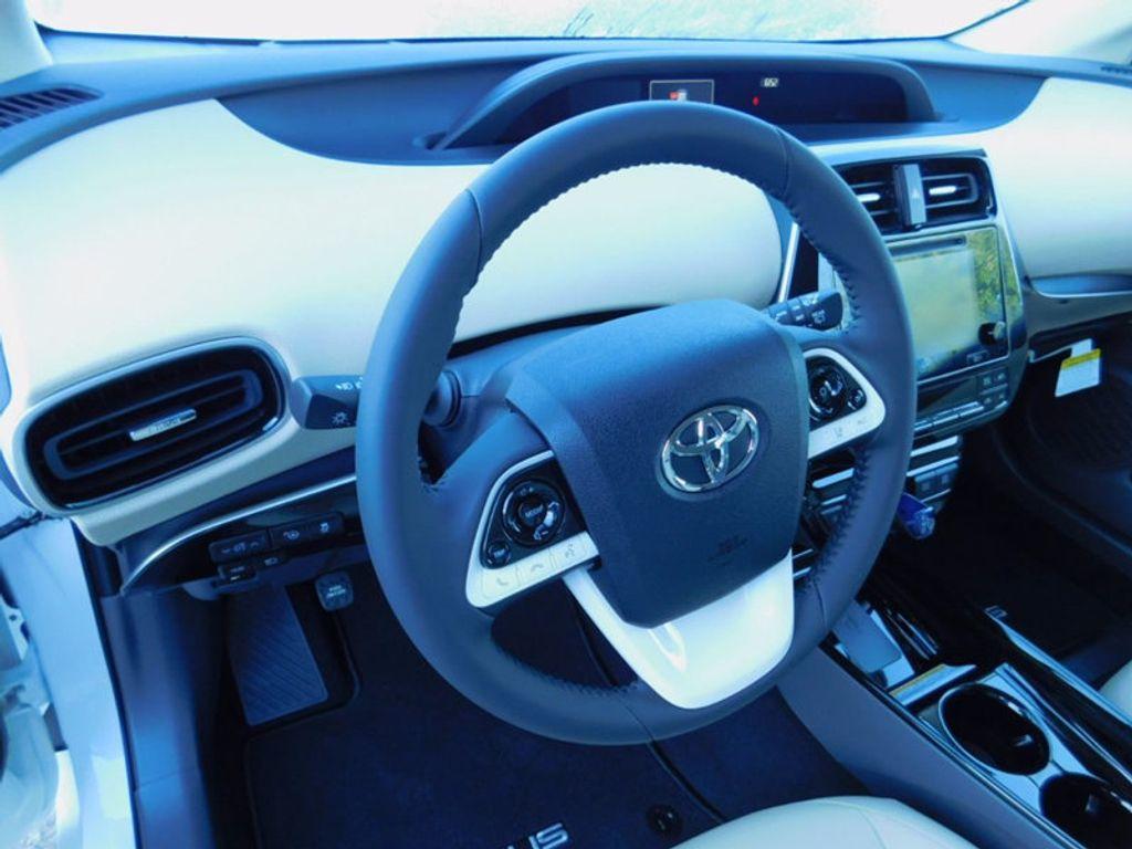 2017 Toyota Prius Four - 16540644 - 14