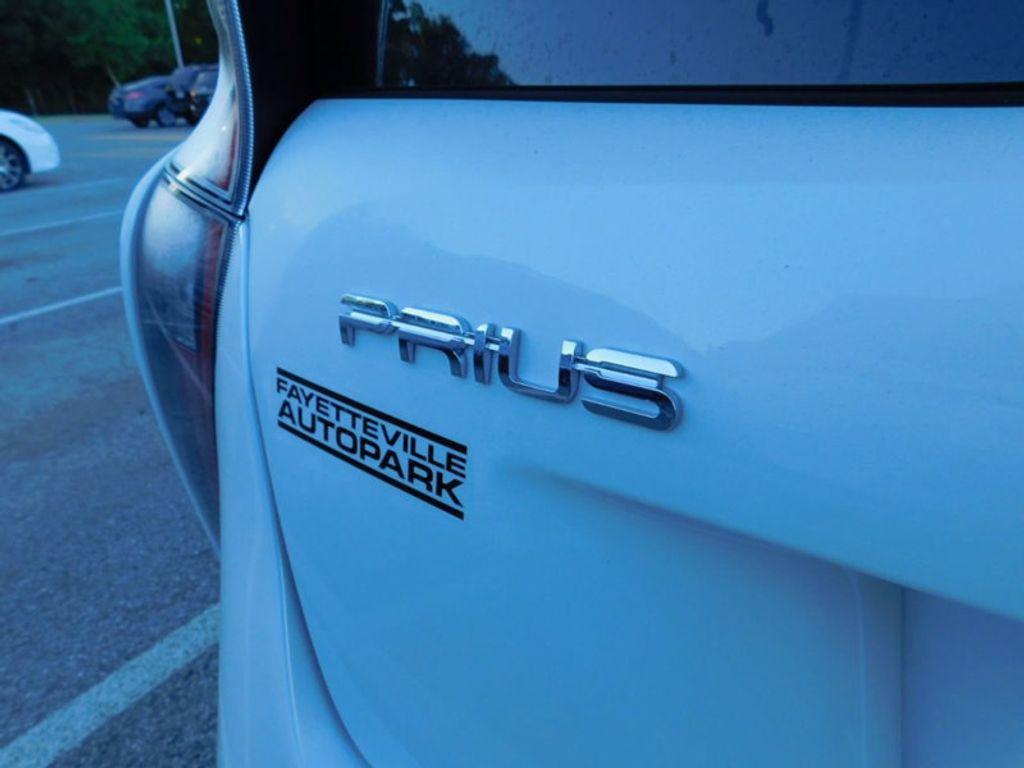 2017 Toyota Prius Four - 16540644 - 3