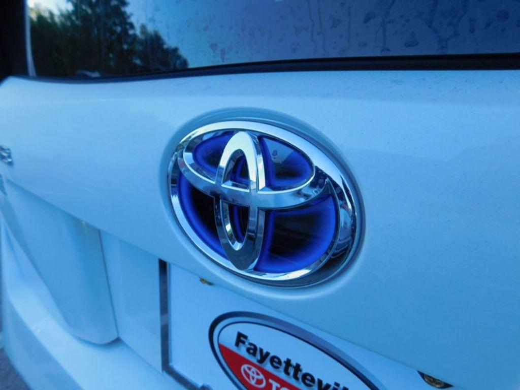 2017 Toyota Prius Four - 16540644 - 4