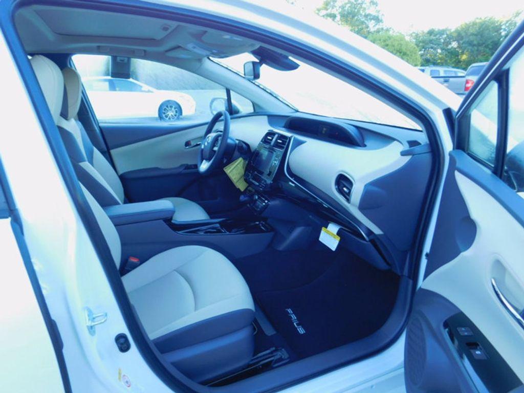 2017 Toyota Prius Four - 16540644 - 8