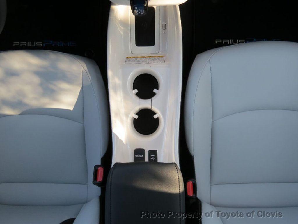 2017 Toyota Prius Prime Advanced - 17105461 - 14