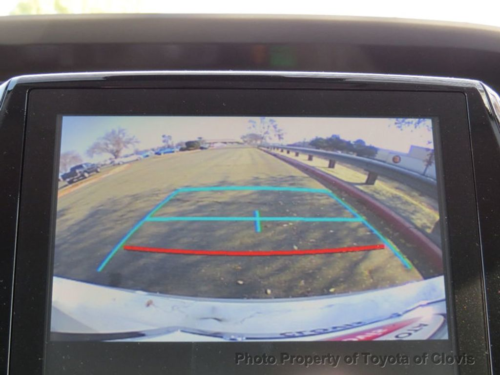2017 Toyota Prius Prime Advanced - 17105461 - 24