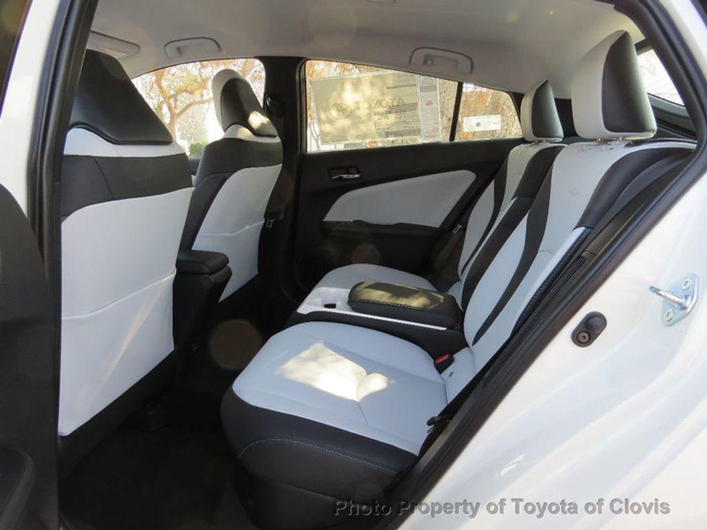 2017 Toyota Prius Prime Advanced - 17105461 - 5