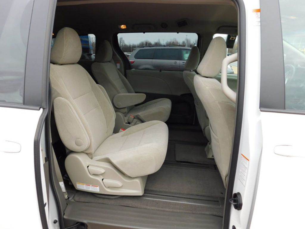 2017 Toyota Sienna LE AWD 7-Passenger - 17185836 - 9