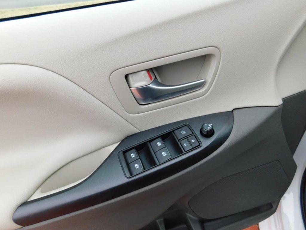 2017 Toyota Sienna LE AWD 7-Passenger - 17185836 - 14