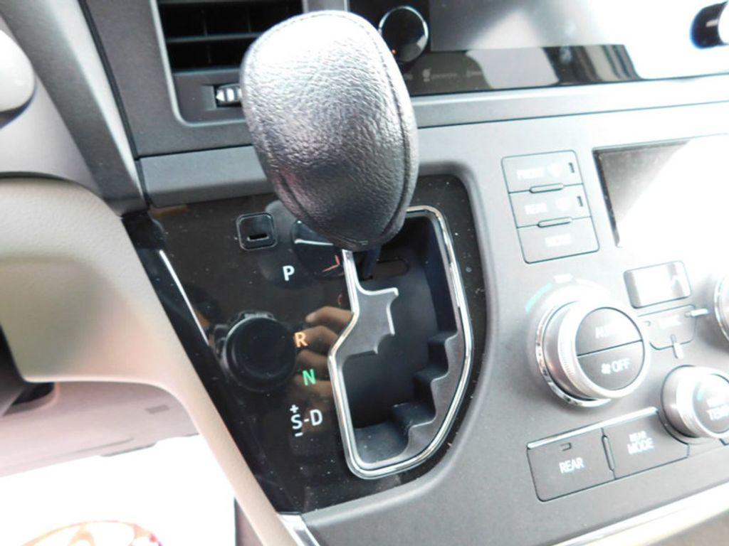2017 Toyota Sienna LE AWD 7-Passenger - 17185836 - 17