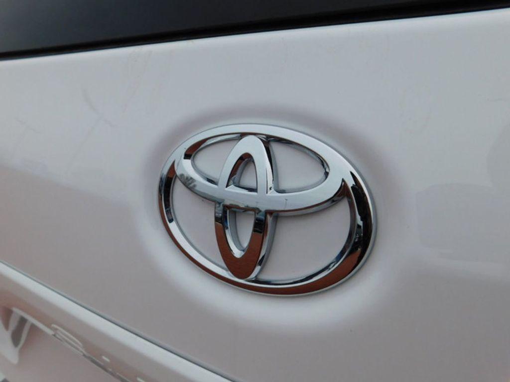 2017 Toyota Sienna LE AWD 7-Passenger - 17185836 - 3