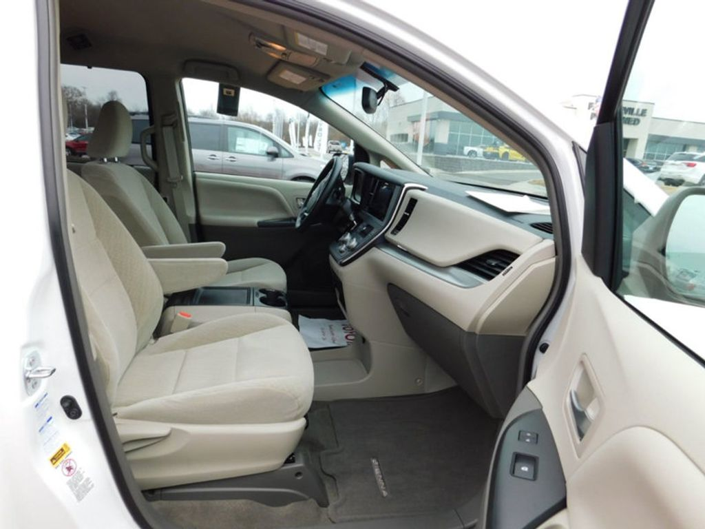 2017 Toyota Sienna LE AWD 7-Passenger - 17185836 - 8